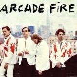 Arcade Fire con Ian McCulloch en su show en Londres