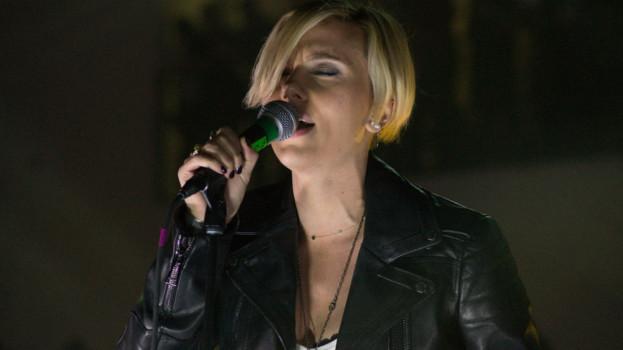 New Order fue versionado por Scarlett Johansson