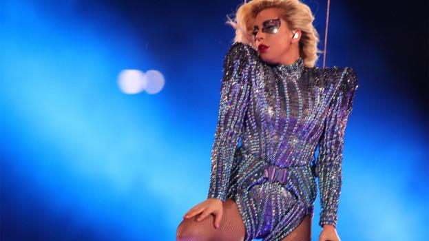 Lady Gaga desde lo alto en el Superbowl