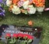 Chris Cornell descansa al lado de Johnny Ramone